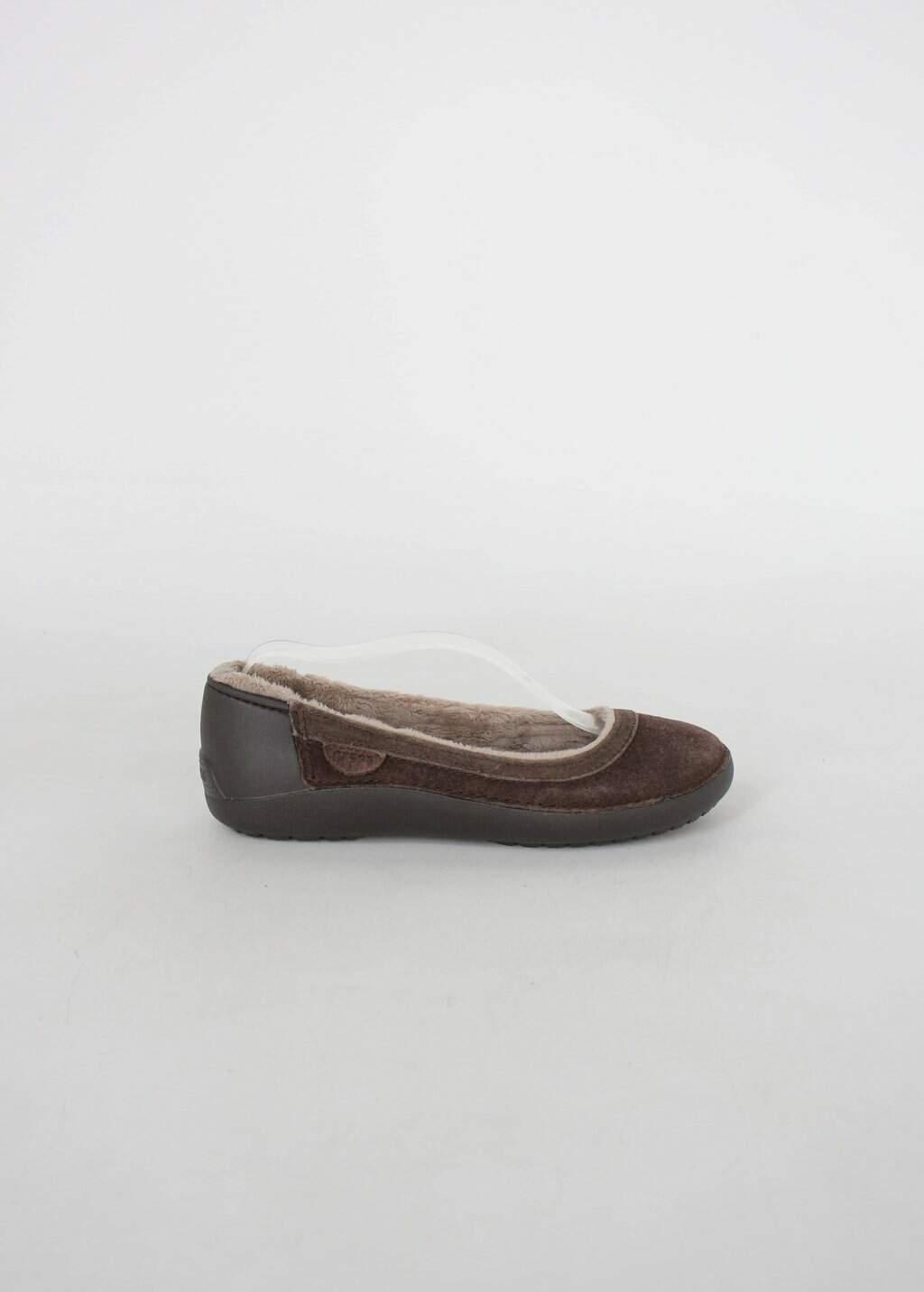 Sapatilha crocs feminina marrom com pelúcia