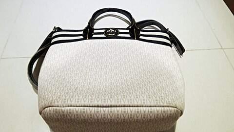 Bolsa Branca Victor Hugo _foto de costas