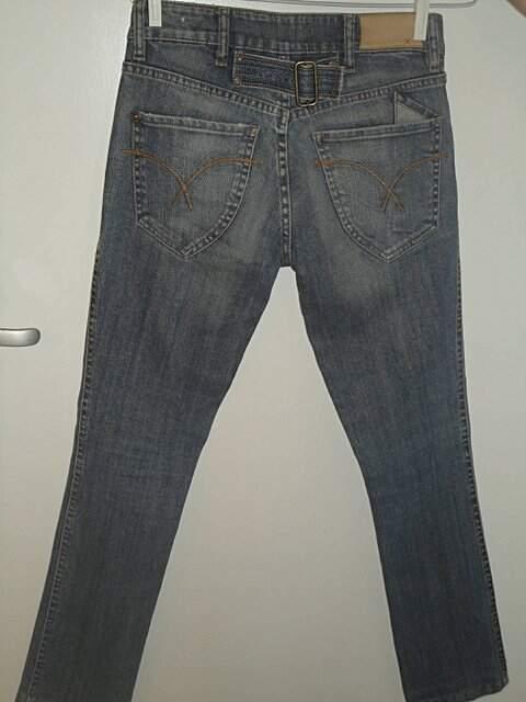 Calça jeans costume_foto de costas