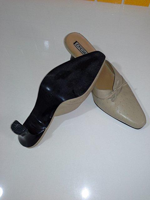 Sapato em Couro Nude_foto de costas