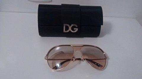 Óculos de Sol Dourado Dolce & Gabbana DG2090_foto de detalhe
