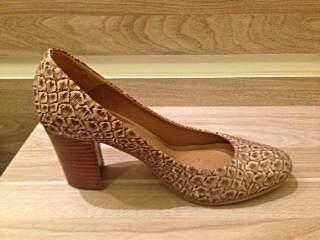 Sapato de Couro Bege _
