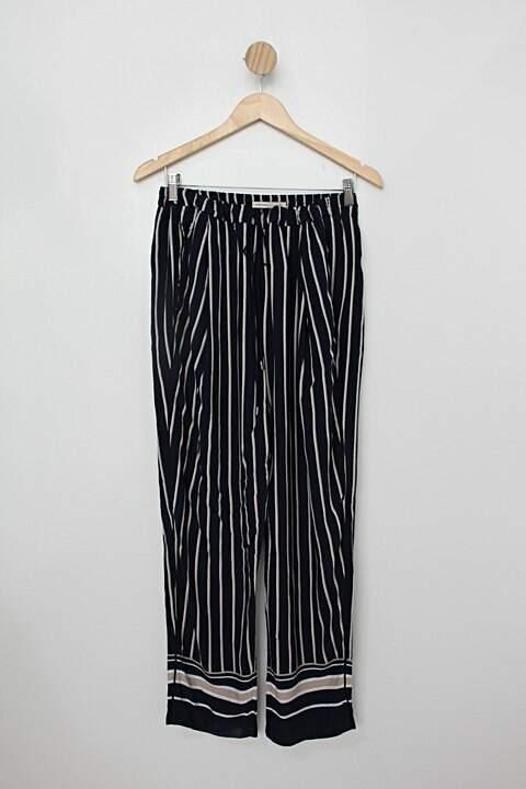 Calça de tecido marfino feminino azul listrada_foto de costas