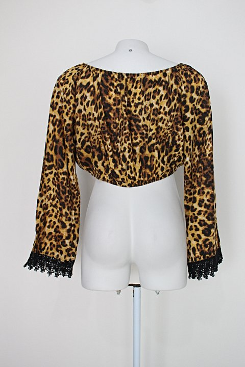 Blusa cropped q bella feminina com estampa animal print e manga sino_foto de costas