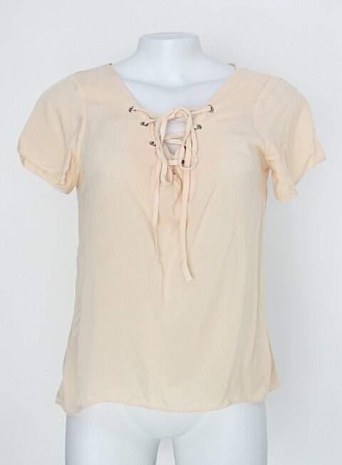 Blusa feminina bege com amarração _foto principal