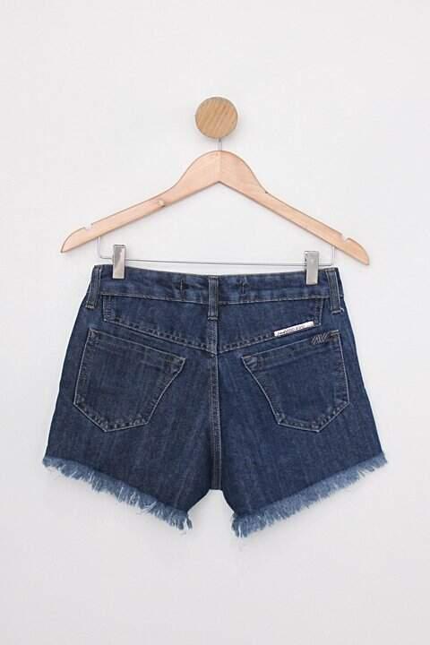 Shorts jeans alma viva jeans feminino azul escuro c/ barra desfiada _foto de costas