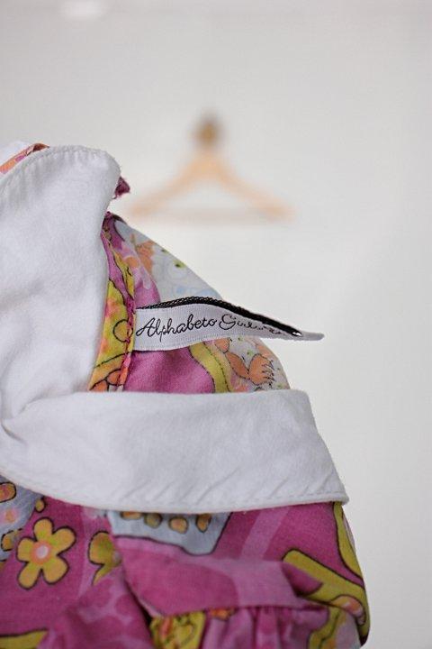 Vestido Infantil alphabeto estampado_foto de detalhe