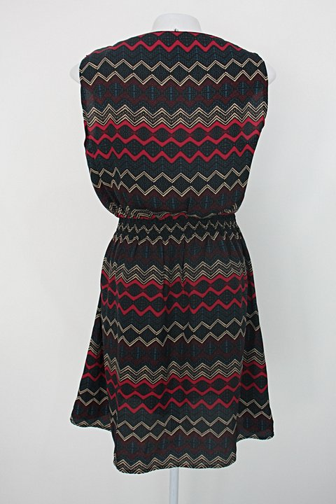 Vestido curto marisa feminino preto estampado_foto de costas