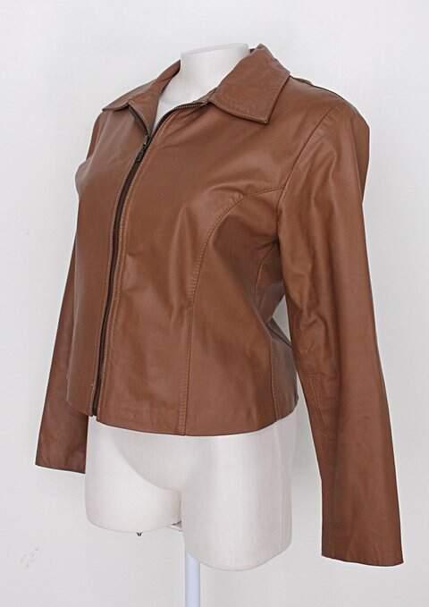 Jaqueta de couro feminina marrom_foto de costas