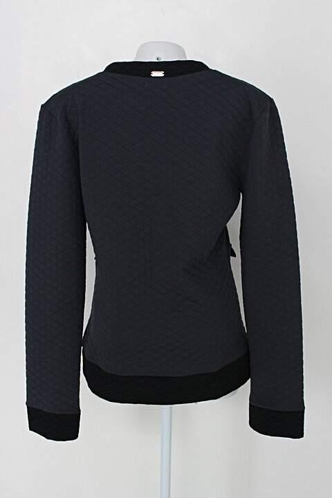 Casaco quintess feminina cinza e preto_foto de costas