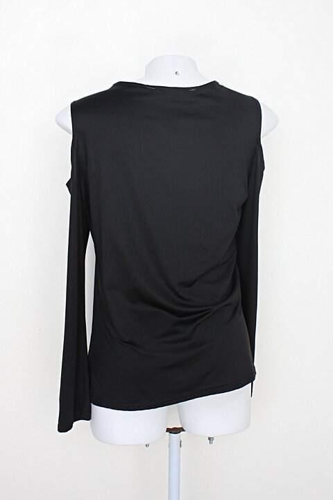 Blusa yoins feminina preta com ombro vazado_foto de costas