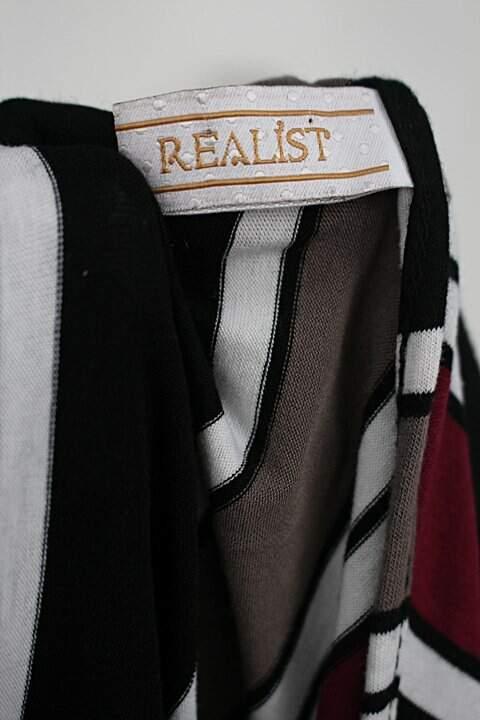 Blusa realist feminina listrada_foto de detalhe