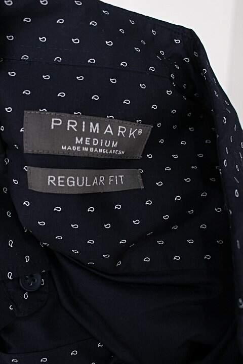 Camisa primark masculina estampada com fundo azul marinho_foto de detalhe