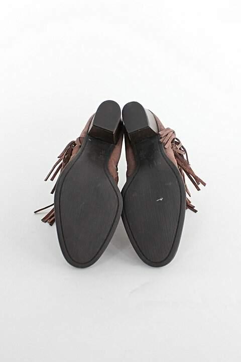 Bota Ankle Boot ramarim feminina de camurça marrom com franjas_foto de detalhe
