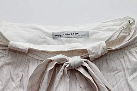 Saia Zara Branca Listrada _foto de costas
