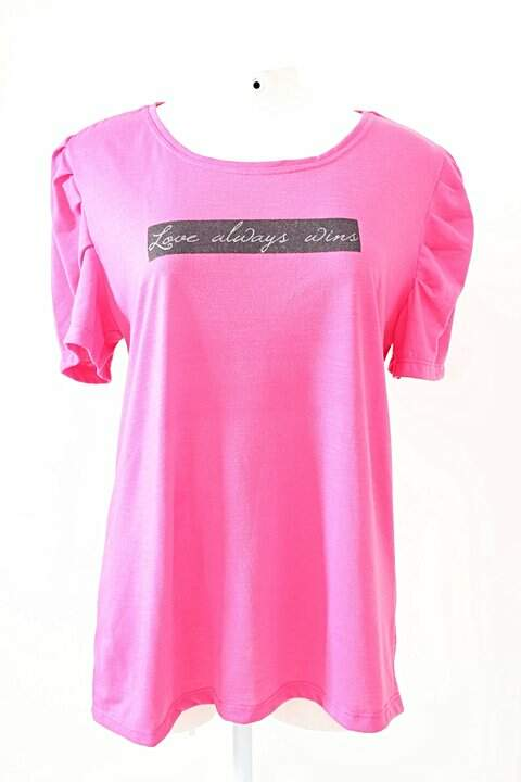 Camiseta Rosa Love Always Wins_foto principal