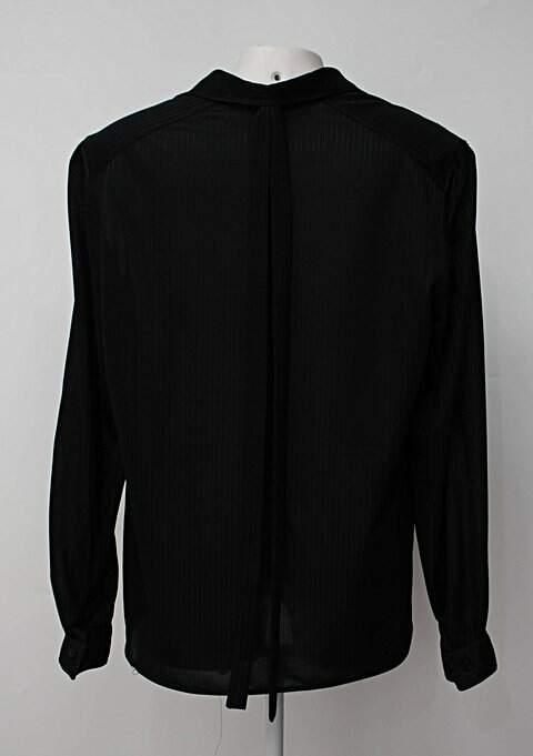 Camisa preta cortefiel com Transparência e faixa no pescoço_foto de costas