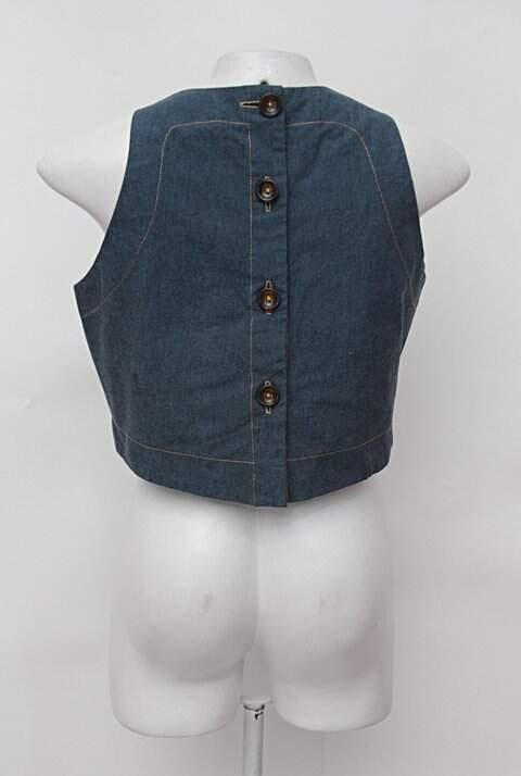 Blusa Cropped azul com botões_foto de detalhe