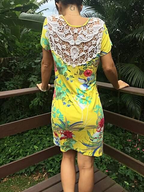 Vestido Amarelo Florido com Renda nas Costas _foto de costas