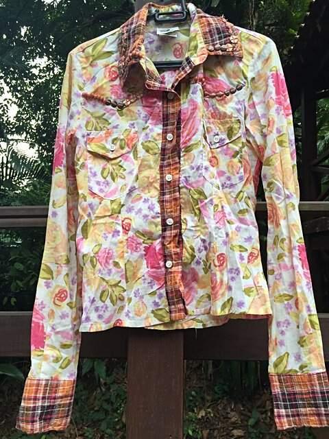 Camisa Floral bordada com detalhes Xadrez _foto principal